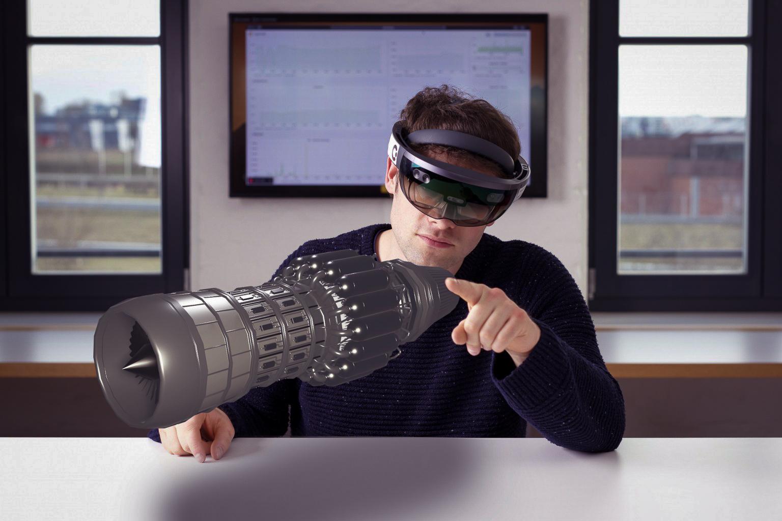 Mann nutzt AR um ein Triebwerk virtuell darzustellen